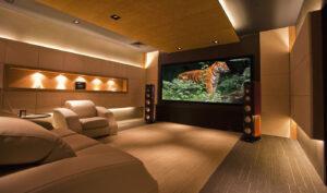 Home Cinema com Tv ou telão fixo e caixas torre sobrepostas